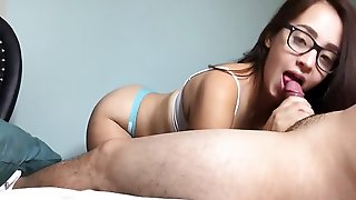 Amateur Nerdy Girl Likes To Jerk A Big Dick