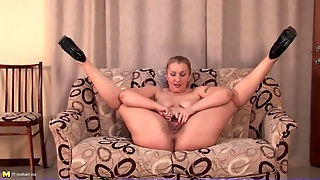 Hairy Mature In High Heels Fingers Box