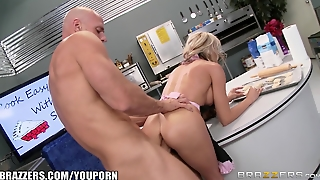 Brazzers - Sindy Lange Gets Fucked In The Kitchen