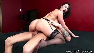 Brunette Exotic Kendra Lust With Juicy Boobs And Shaved
