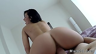 Shaved Pussy Milf Blowjob And Fucking Pov