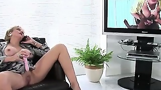 Lady Sonia Using Dildo