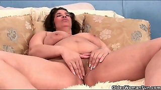 Fat Lady With Big Beautiful Tits Masturbates Solo
