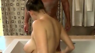 Massage Babe Gets Wam