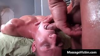 Muscled Gay Hunk Gets Fellatio