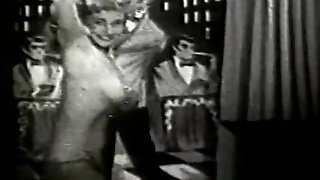 Chubby Bombshell Doing Naughty Moves (1950S Vintage)