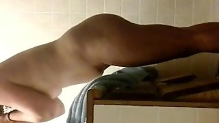 Homemade Voyuer Spying On Chick In Bathroom