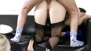 Teen Amateur In Trio Fucked