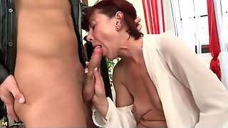 Young Mouth Tends To The Needs Of Her Old Pussy