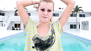 Jessie Rogers Is Sucking By A Pool