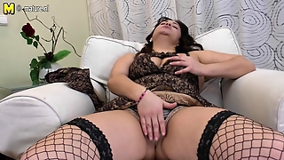 Mature Arab Mother Dildoing Her Hairy Cunt