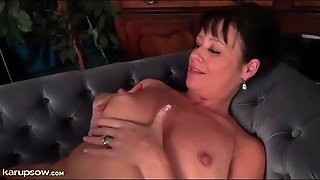 Curvy Solo Milf Is Into Hot Cunt Fingering