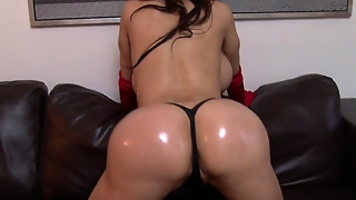 Amy Anderssen Shakes Ass