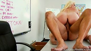 Chubby Blond Sex Bomb Alura Jenson Has Nice Sex With Danny Mountain On Table