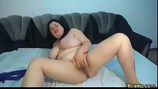 Chubby Babe Fingering Her Chubby Pussy