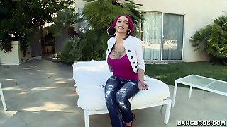 Extravagant Emo Whore Anna Bell Peaks Takes A Thick Pole In Her Wet Twat