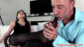 Footfetish Babe Orally Pleasured