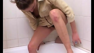 Crazy Pee Girl