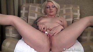 Solo Experienced Milf Clit Vibrator