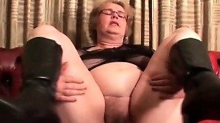 Mature Blonde Bbw Masturbates With Dildo