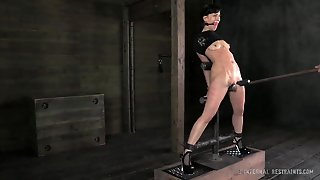 Elise Graves Teased And Whipped In Bondage