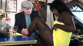 Voyeur Papy Loves Blxk Chocolade Anal Sex