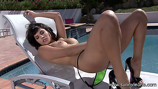 Sunny Leone Masturbating By The Pool
