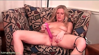 Tabitha Green Gets All Wet And Toys Her Cunt