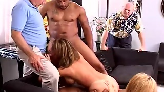 Curvy Mature Double Penetrated On Camera