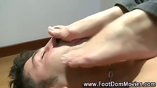 Brunettes Feet Worshipped