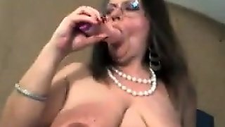 Granny With Saggy Tits Masturbates