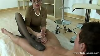 Lady Sonia Makes Dude Cum On Her Feet