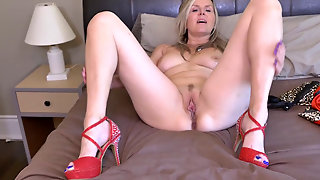 Velvet Skye Is A 48Yr Old Mature Show Off