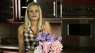 Lovely Hot Ass Chick Riley Steele Plays As Housewife And Gets Nailed Doggystyle