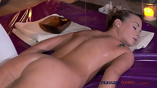 Massage Rooms Fresh Young Lesbians Play With Each Others G-Spots