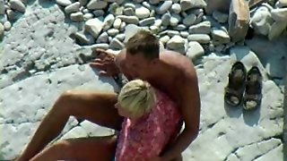 Beach Bj And Handjob Voyeur Video