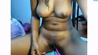 Hot Bubble Butt Latina Rides And Squirts On Cam Show