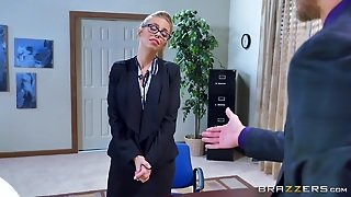 Blonde Sweetie Entertains Her Boss