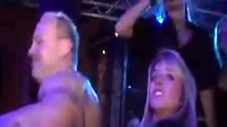 Tasty Chicks Dances On Party
