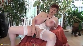 Dildo Fucking Mature Babe With Massive Tits