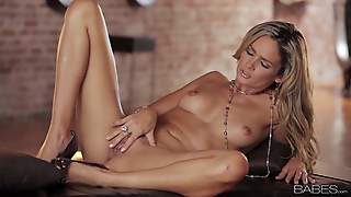 Prinzzess Is A Gorgeous Babe. Naked Beauty Goddess Wears Nothing