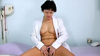 Mature Eva In A Pussy Stretching Solo
