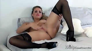 Twistysnetwork Video: Dreaming Of A Wet Xmas