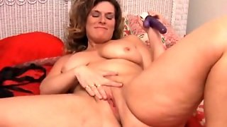 Plump Milf Fucking A Toy And Getting Off On It