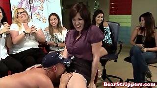 Office Cfnm Babe Pussylicked At Party
