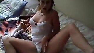 Hawt Girlfriend Masturbating And Showing Her In Nature's Garb Body