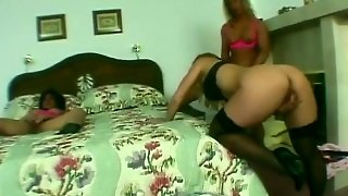 Muscled Ladies Threesome