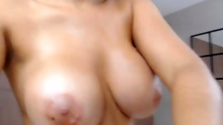Pretty Nerd With Huge Bumpers Fuck Her Vag