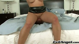 Super Bootylicious And Really Horny Brunette Slut Gets Her Butthole Licked