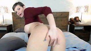 Gorgeous Babe Masturbating On Webcam